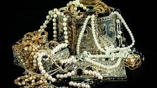 https://milanobeauty-bg.com/wp-content/uploads/2016/10/jewels-left_banner.jpg